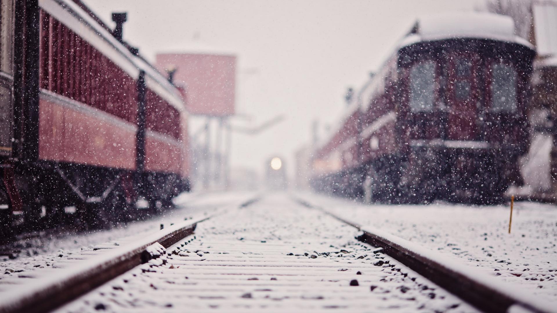 Идёт поезд через станцию вашей жизни